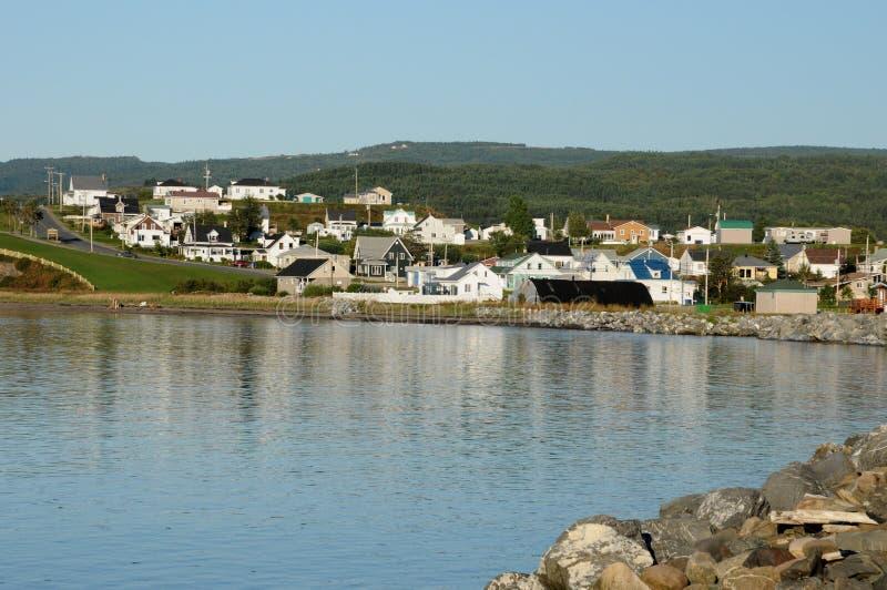 Quebec, la pequeña aldea de DES Monts de Sainte Anne imagen de archivo
