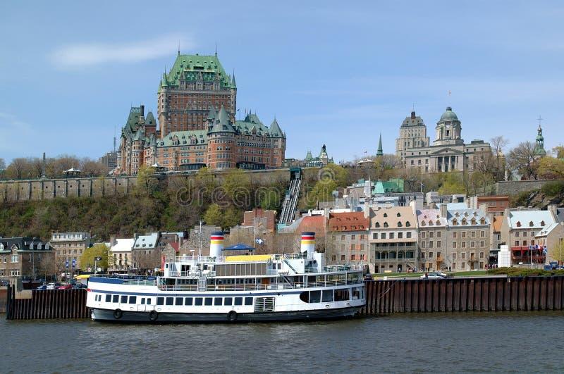Quebec miasto i St Lawrance rzeka z górską chatą Frontenac wewnątrz, obraz royalty free