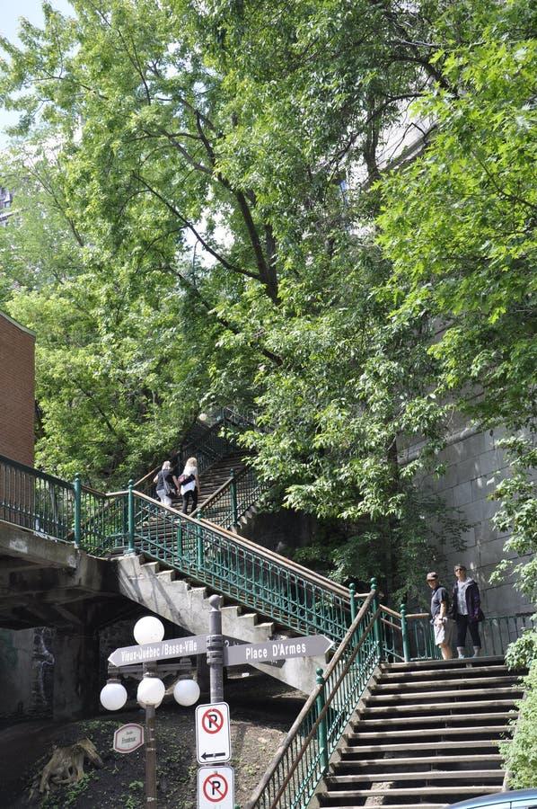 Quebec, 28th Czerwiec: Escalier Casse, Cou lub Karkołomni kroki w Starym Quebec mieście w Kanada - fotografia royalty free