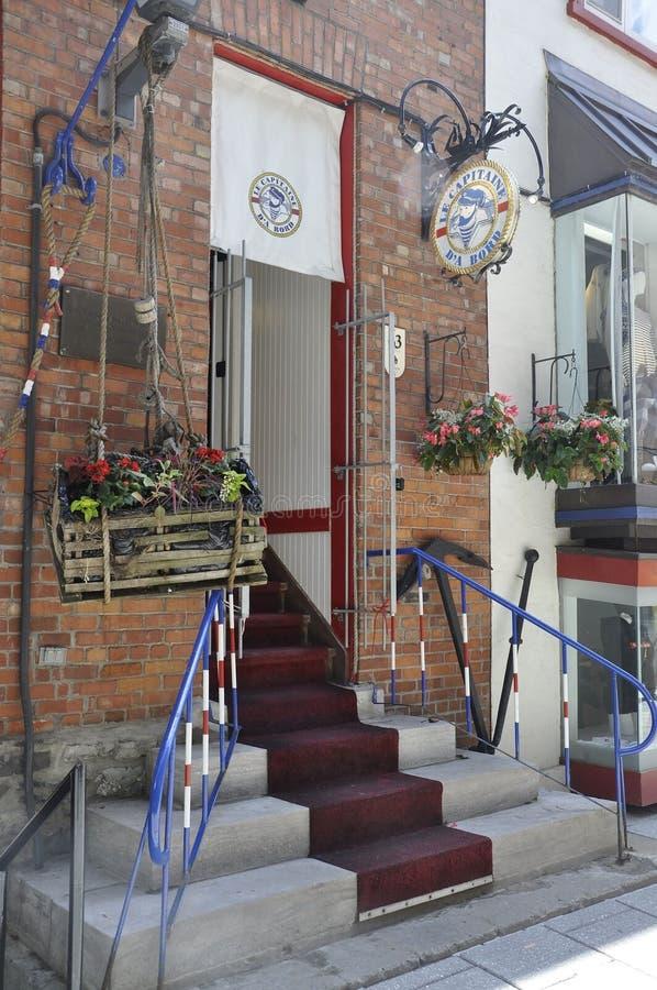 Quebec, 28th Czerwiec: Restauracyjny Le Capitaine D ` Bord od Ruty Du Petit Champlain Stary Quebec miasto w Kanada obrazy stock