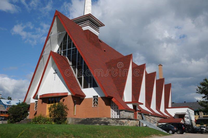 Quebeque, a igreja Sainte Croix em Tadoussac imagem de stock royalty free