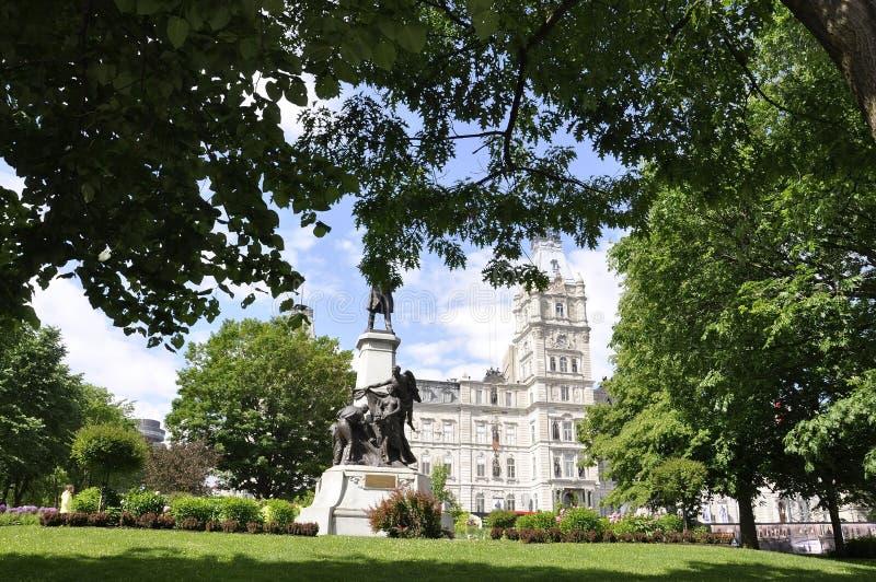 Quebeque, o 29 de junho: O parlamento jardina de Cidade de Quebec em Canadá foto de stock