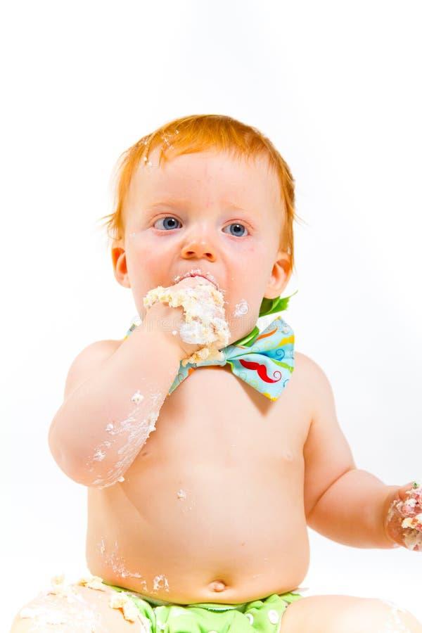 Quebra do bolo do bebê de um ano imagem de stock
