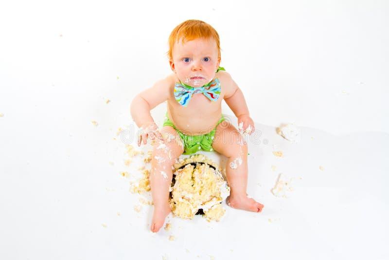 Quebra do bolo do bebê de um ano imagens de stock