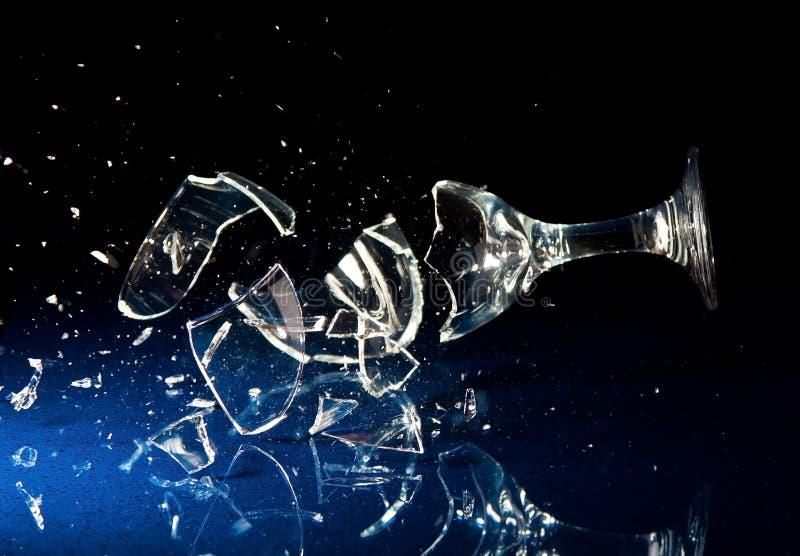 Quebra do vidro de vinho fotografia de stock
