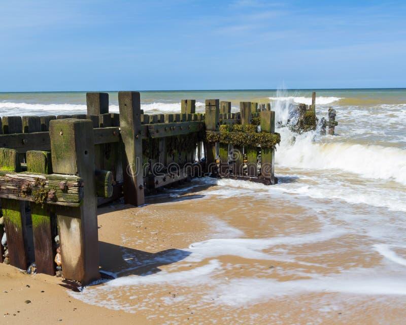 Quebra-mar em Mundesley Norfolk Inglaterra foto de stock royalty free