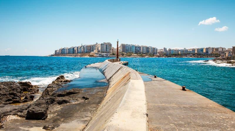 Quebra-mar em St Julians, Malta imagem de stock royalty free