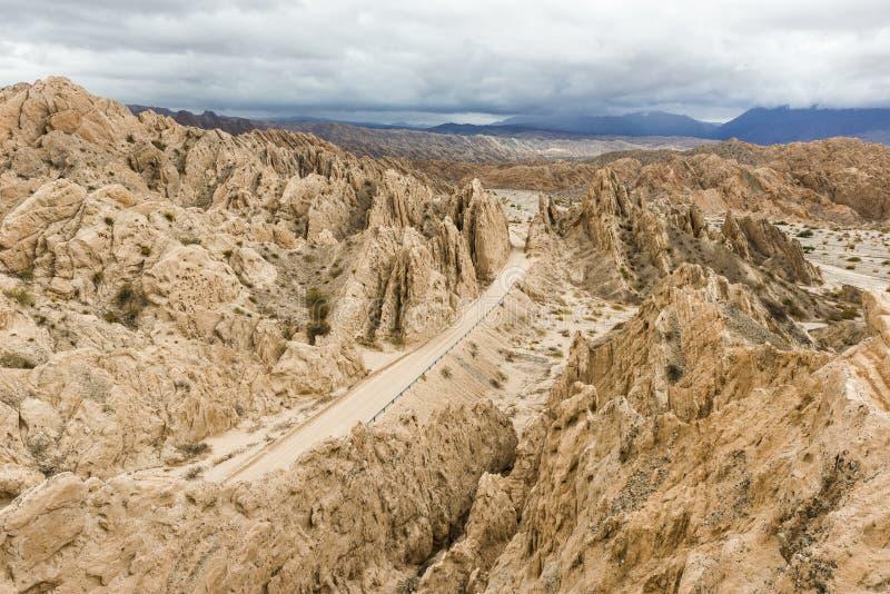'Quebradaen de las Flechas' är ett vaggabildande som lokaliseras på nationell rutt 40 i det Salta landskapet, Argentina arkivbild