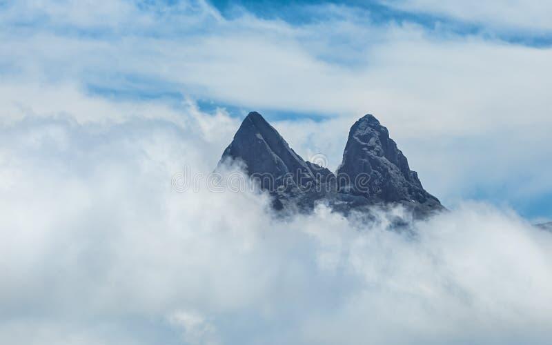 Quebrando as nuvens foto de stock