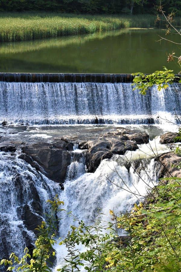 Quechee峡谷, Quechee村庄,哈特福德,温莎县,佛蒙特,美国镇  免版税库存照片