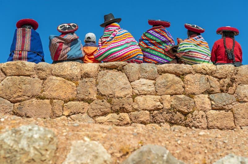 Quechua индигенное на стене Inca, Перу стоковая фотография rf