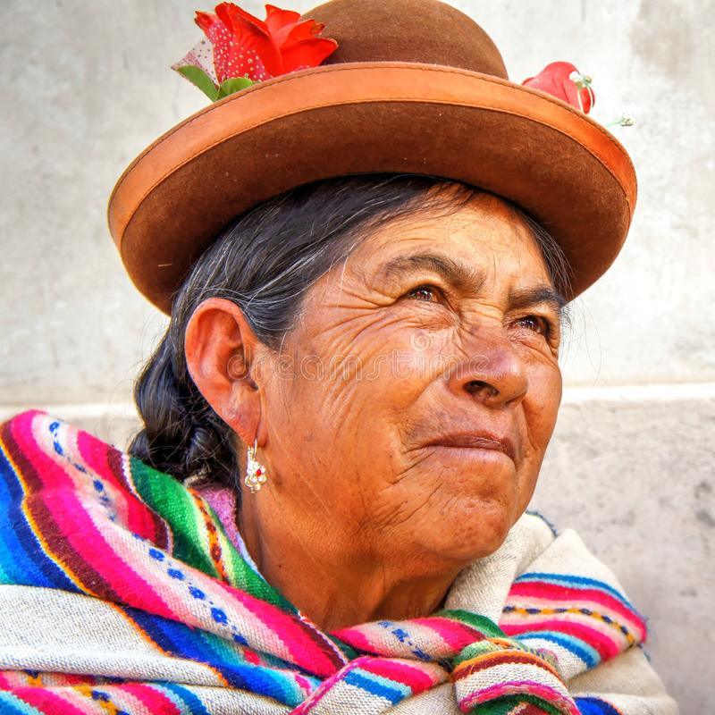 Quechua gebürtige alte Frau von Peru-Porträt stockfotos