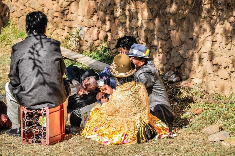 Quechua huwelijk op Isla del sol op Meer Titicaca in Bolivië stock foto