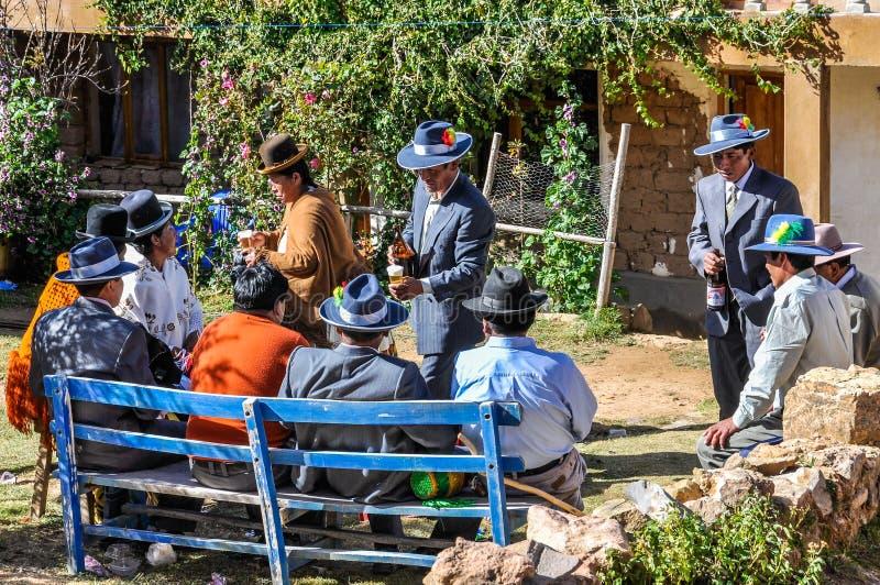 Quechua huwelijk op Isla del sol op Meer Titicaca in Bolivië stock afbeeldingen