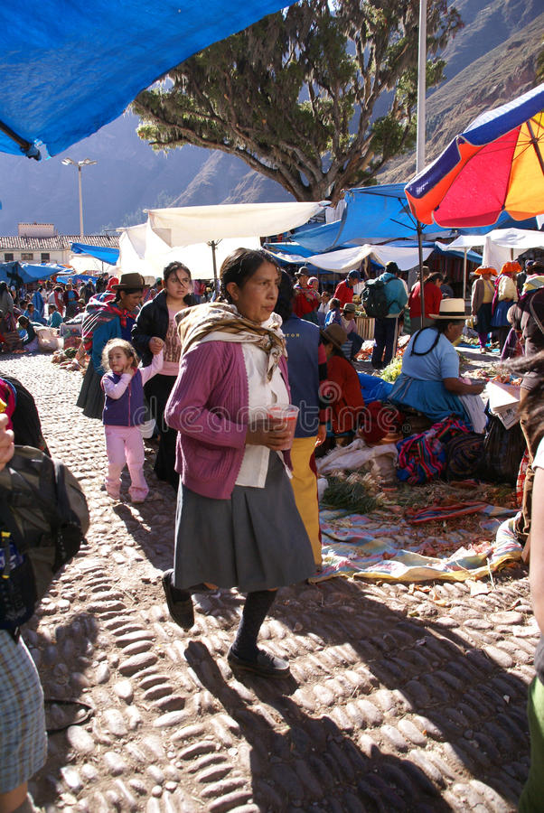 Quechua Indisch vrouwenkoopje stock fotografie