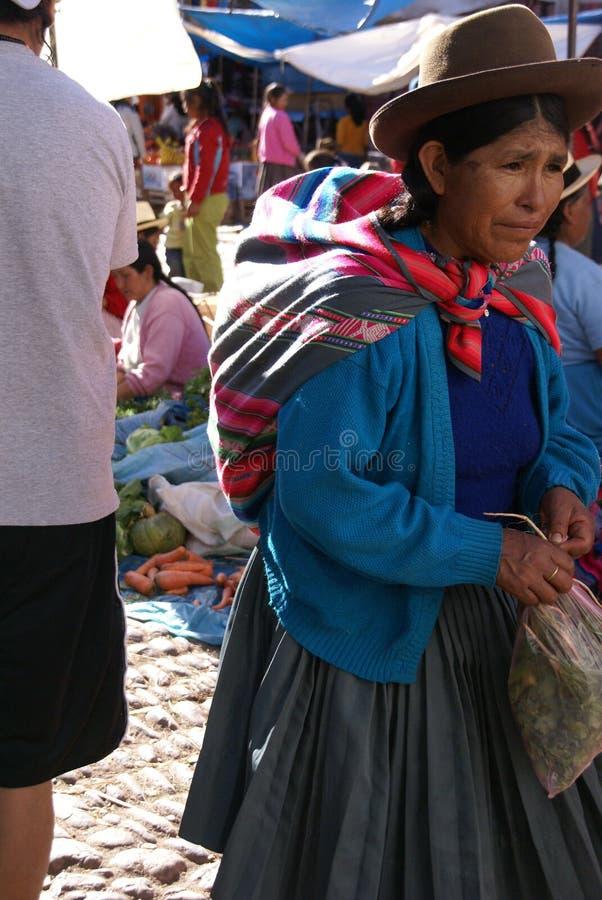 Quechua indische Frauen Übereinkunft und Verkauf stockfotografie