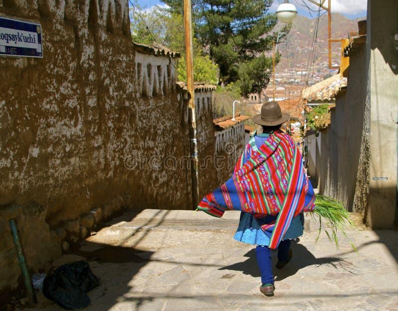 Quechua kvinna, traditionell dräkt cusco peru arkivfoton