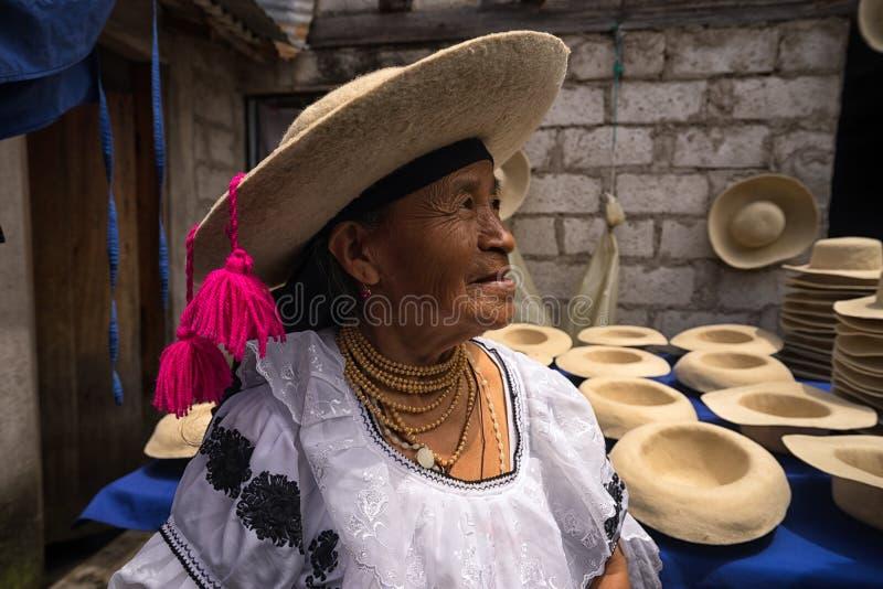 Quechua vrouw die traditionele vilten hoed dragen royalty-vrije stock afbeeldingen