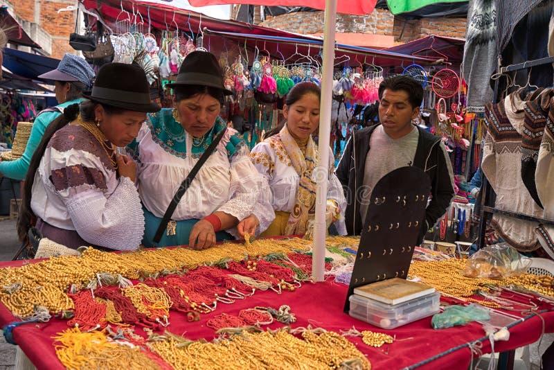 Quechua vrouwen in Otavalo Ecuador royalty-vrije stock foto's