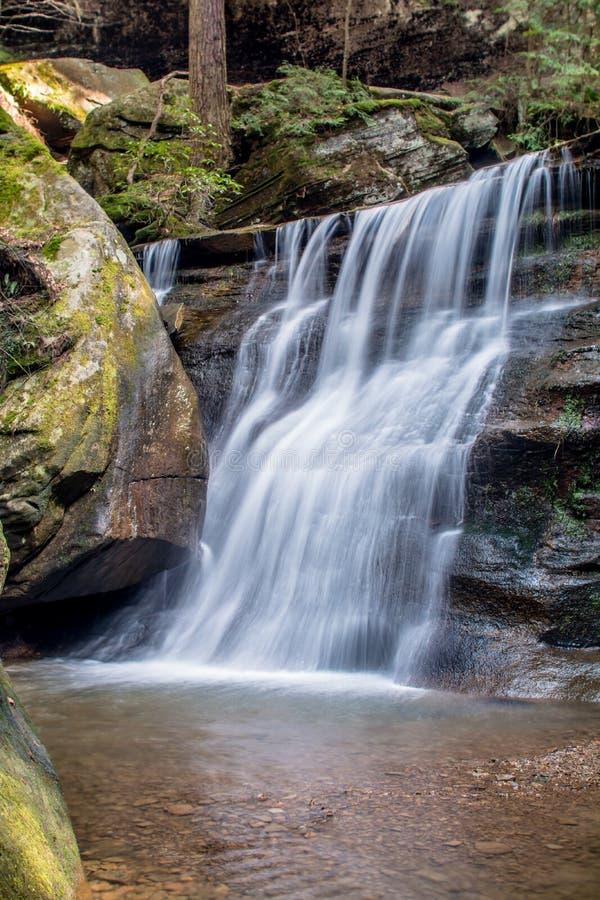 Queda da água dos montes de Hocking foto de stock royalty free