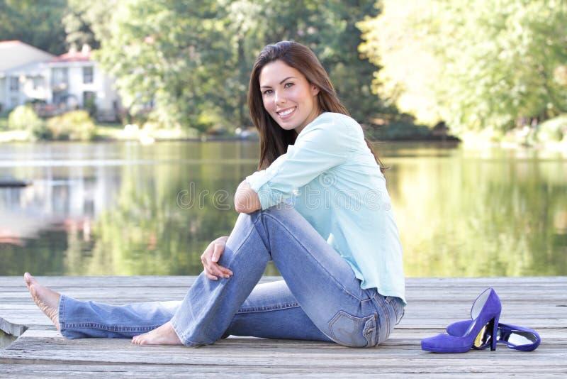 Queda da mulher, lago fotografia de stock royalty free