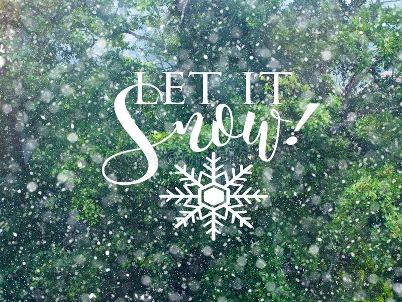 Queda da neve no cartão da floresta do inverno imagem de stock