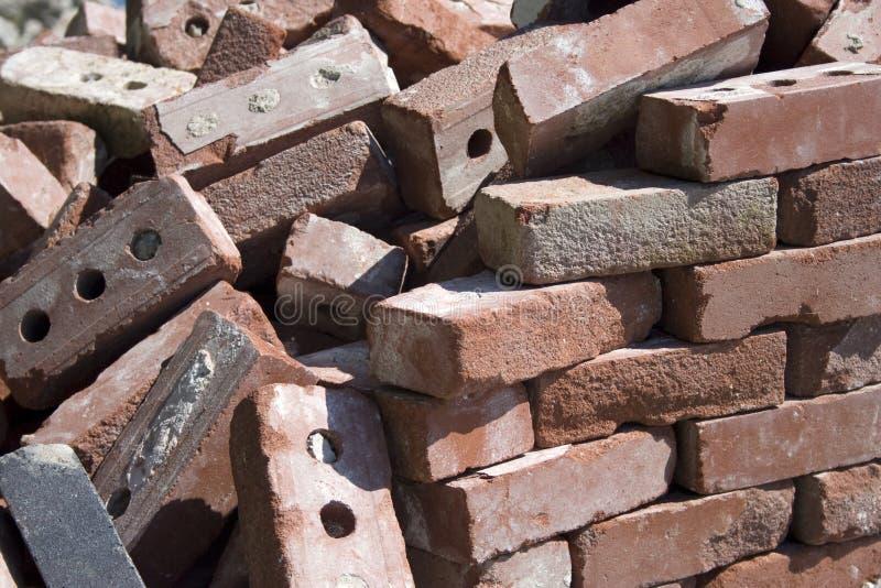 Queda dos tijolos fotografia de stock