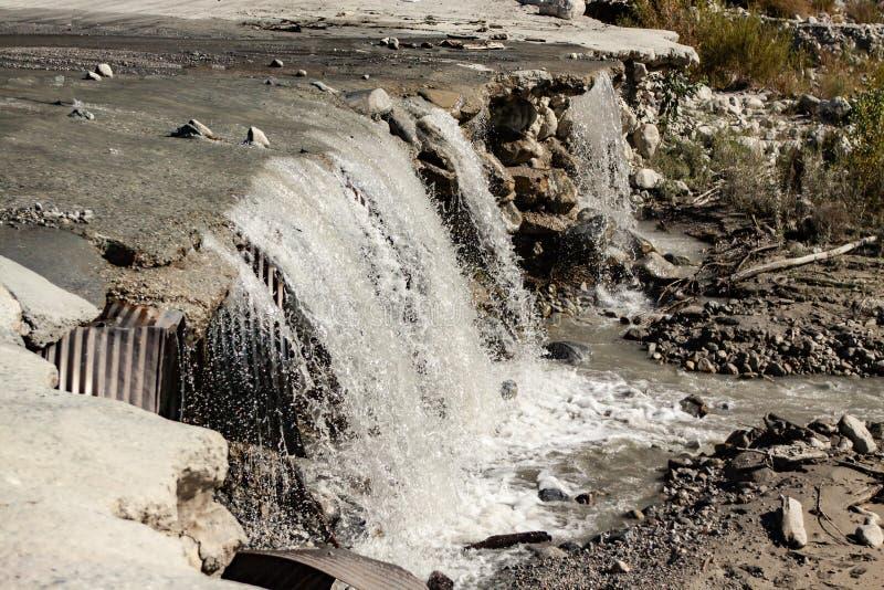 Queda nova da água da estrada velha imagem de stock royalty free