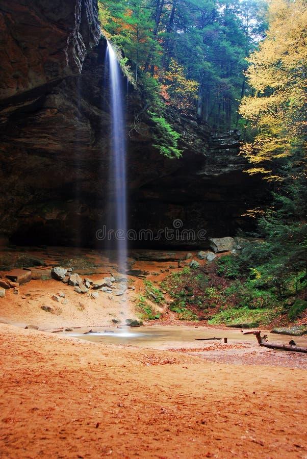 Quedas da caverna da cinza fotografia de stock royalty free