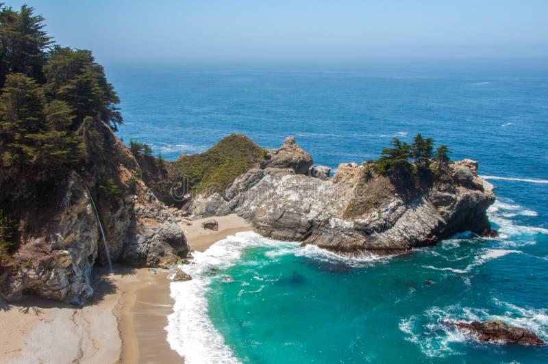 Quedas de McWay, Big Sur, Califórnia, EUA fotografia de stock