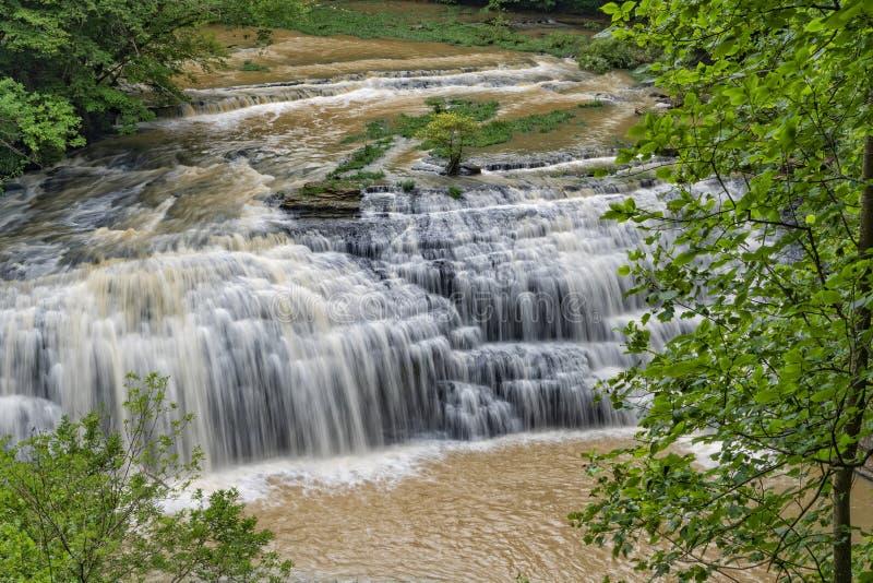 Quedas médias em Burgess State Park imagens de stock