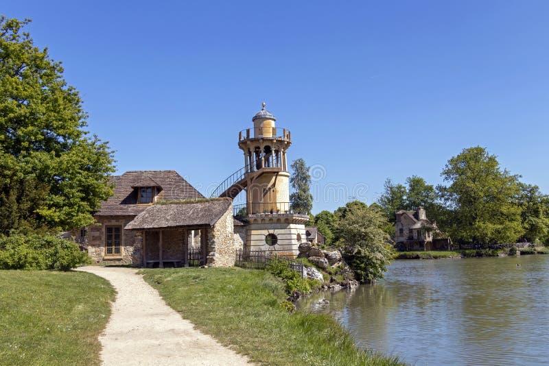 """Queenââ-'¬â """"¢s Hamlet, kleines Dorf um großen See an königlichem Palast Versailles nahe bei kleinem Trianon stockfotos"""