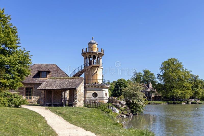 """Queenââ-'¬â """"¢s Hamlet, kleines Dorf um großen See an königlichem Palast Versailles nahe bei kleinem Trianon lizenzfreie stockfotos"""