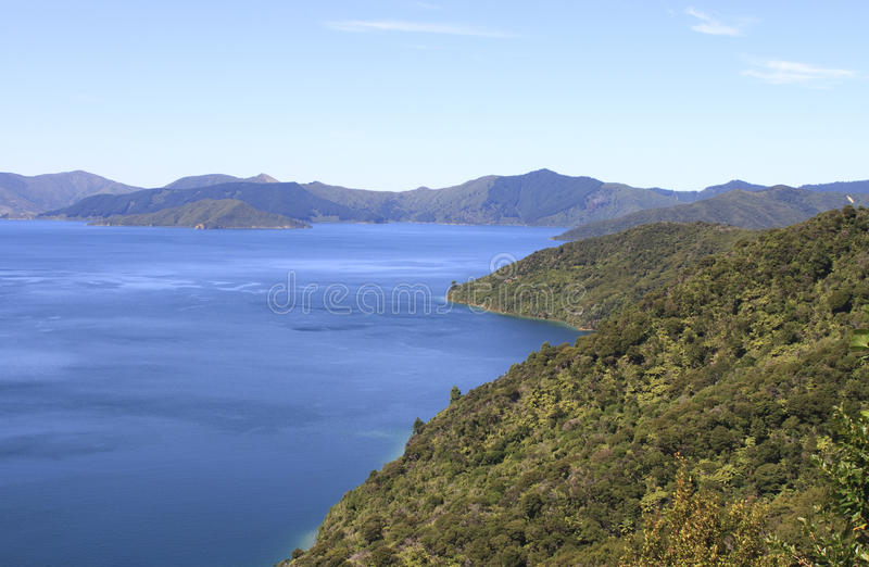 Download Queen Charlotte Track Around Marlborough Sounds Stock Image - Image: 25790593
