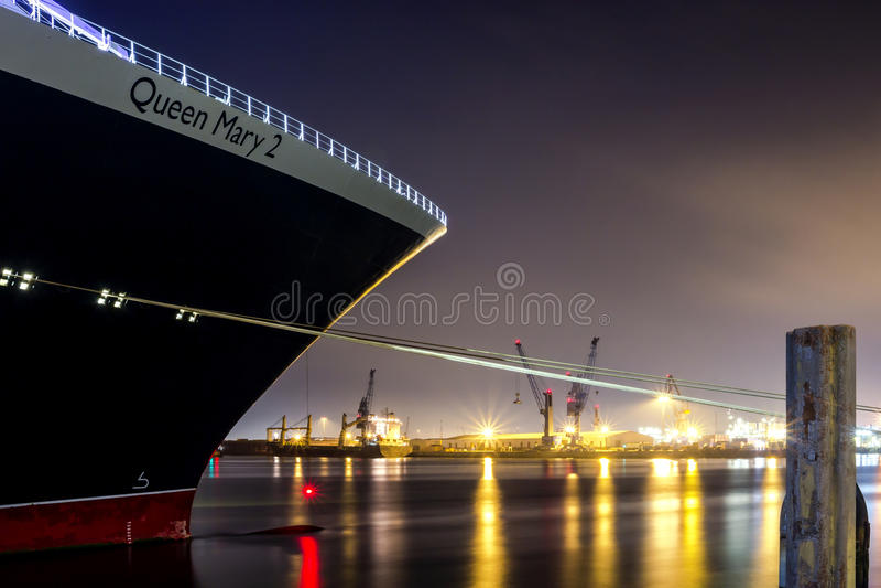 Queen Mary 2 στο Αμβούργο στοκ φωτογραφία με δικαίωμα ελεύθερης χρήσης