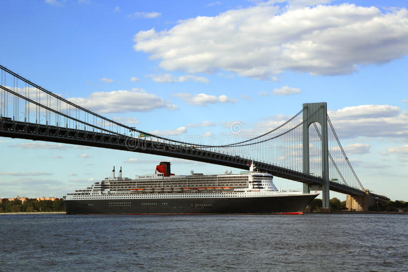 Download Queen Mary 2 Cruise Ship In New York Harbor Under Verrazano Bridge Heading For Transatlantic Crossing From New York To Southampton Editorial Stock Photo - Image of sail, passenger: 33001253