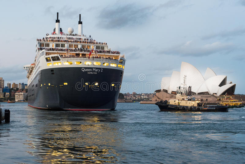 Queen Mary 2 die Sydney 25 Maart 2015 verlaten royalty-vrije stock fotografie