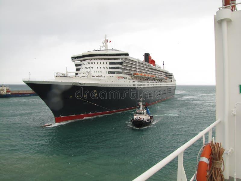 Queen Mary 2, hav, himmel, skyttel, marin- liv, sjöman, hav arkivbilder