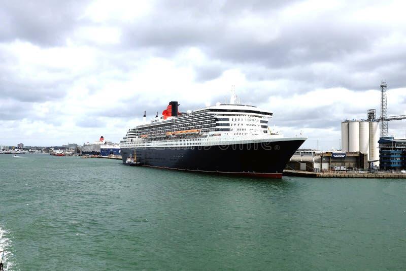 Queen Mary 2 Kreuzfahrtschiff, Southampton, Vereinigtes Königreich lizenzfreies stockbild