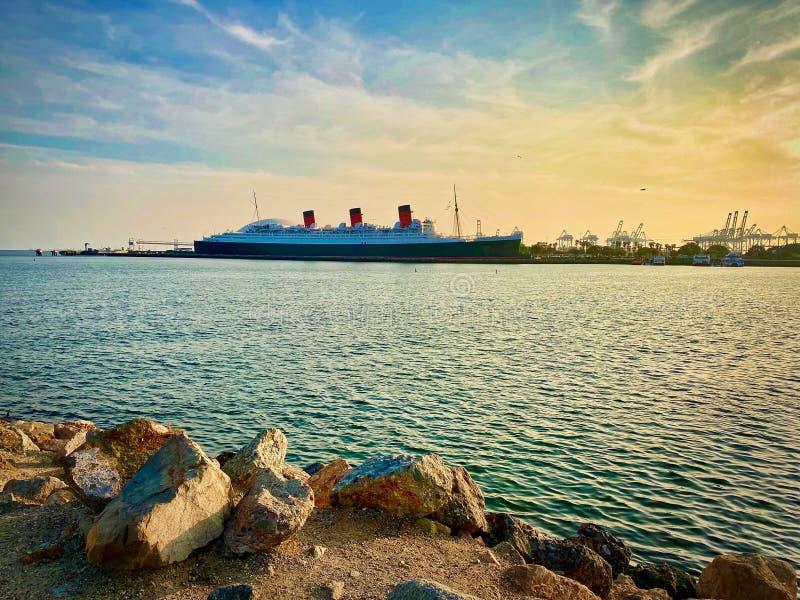 Queen Mary-skepp i Long Beach Harbor California royaltyfri foto