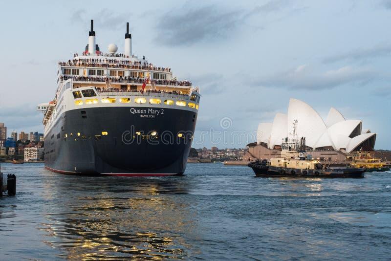 Queen Mary 2 Sydney el 25 de marzo de 2015 que se va fotografía de archivo libre de regalías