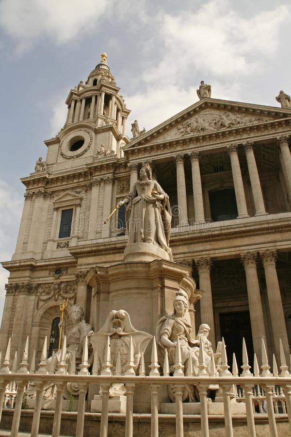 Download Queen Victoria And Saint Paul's Cathedral London Stock Image - Image of england, churchs: 18366729