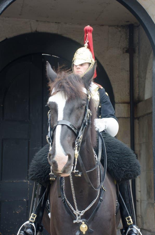 Queens życia strażnika żołnierz na horseback na strażowym obowiązku fotografia stock