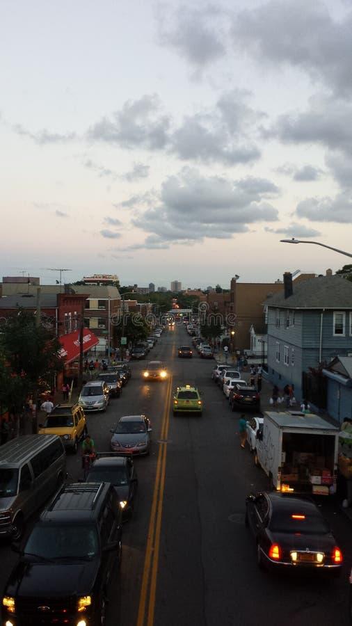 Queens newyork ruchu drogowego świtu samochodów nieba światła fotografia royalty free