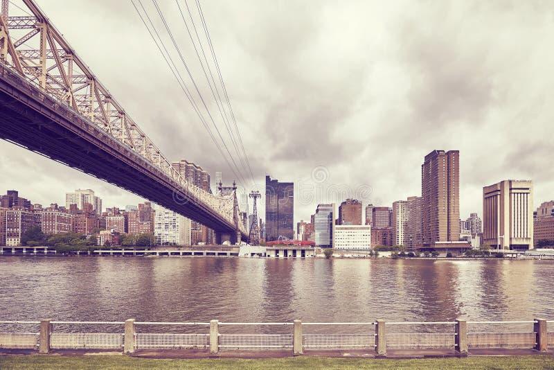 Queensboro bro och Manhattan som ses från Roosevelt Island, NYC fotografering för bildbyråer