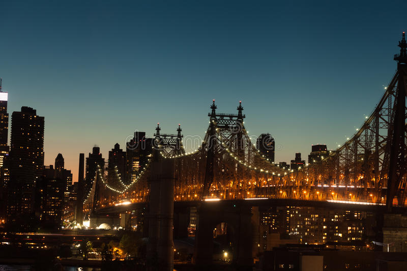 Queensboro bro på skymning i New York City arkivfoto