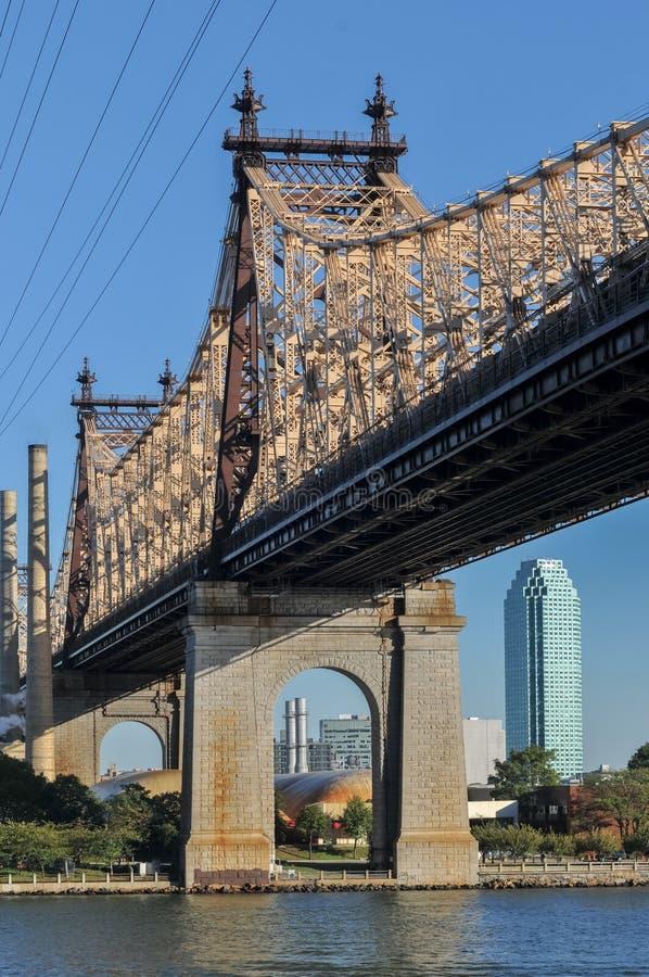 Queensboro & x28; Ed Koch& x29; Мост от Манхаттана стоковое фото