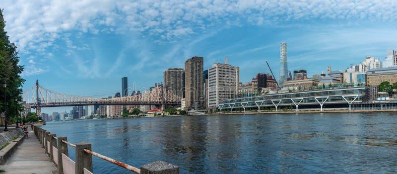 Queensborobrug en de stad van Manhattan, New York royalty-vrije stock afbeeldingen