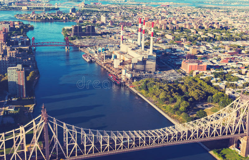 Queensborobrug over de Rivier van het Oosten in de Stad van New York royalty-vrije stock fotografie