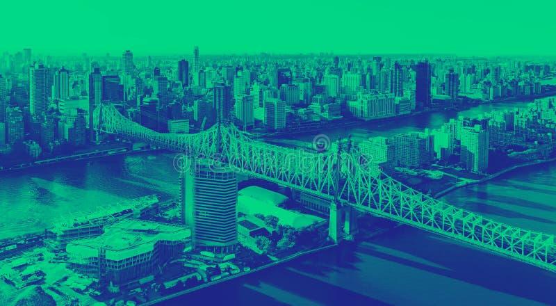 Queensborobrug over de Rivier van het Oosten in de Stad van New York royalty-vrije stock afbeeldingen